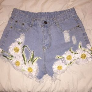 Pants - Jean shorts with daisy detail